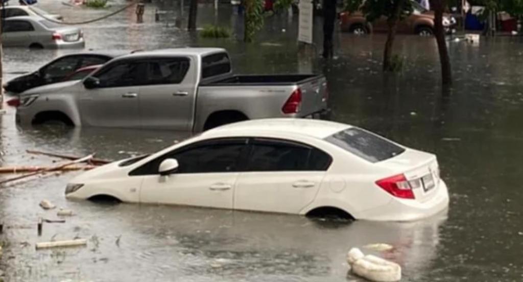 penyebab mobil turun mesin melewati banjir