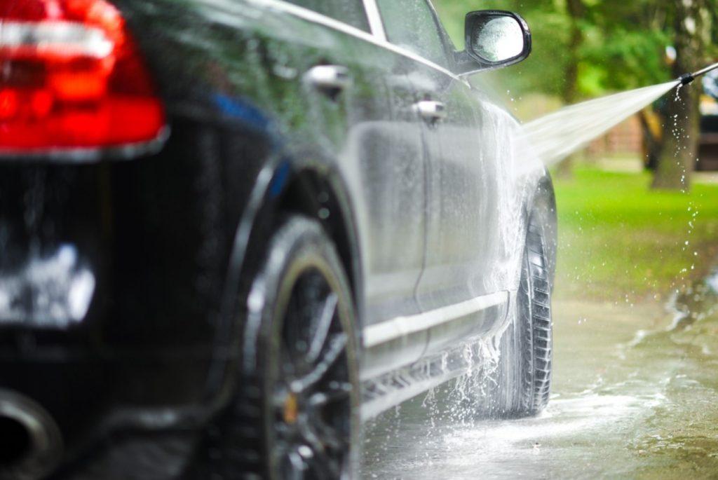 Tips Merawat Mobil Ketika Musim Hujan Tiba